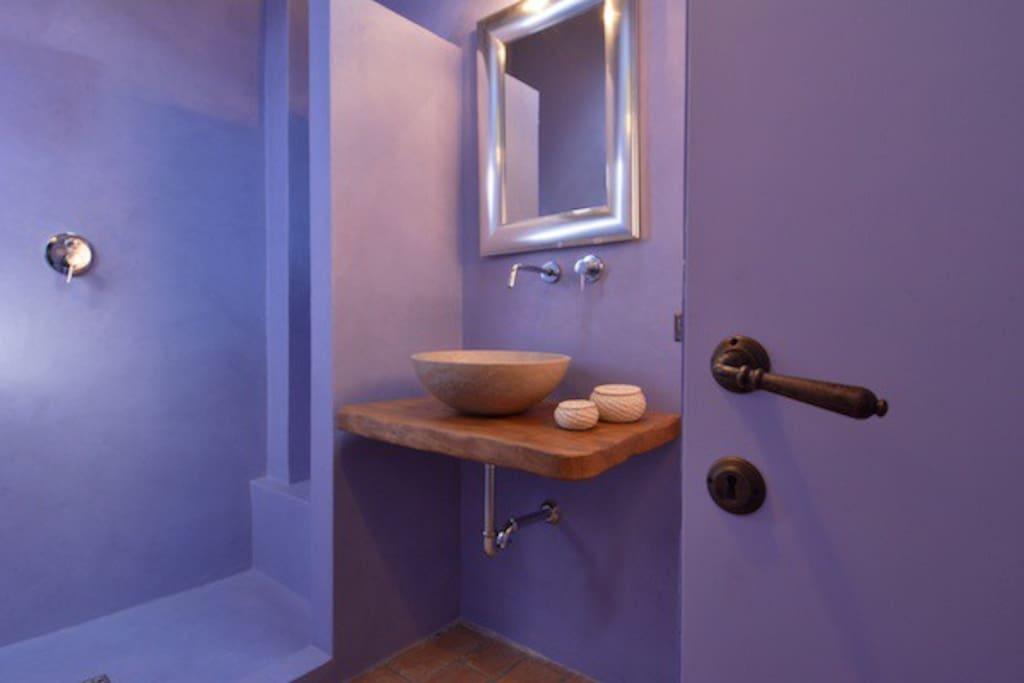 the lavanda bathroom at fonte cicerum (first floor) paciano