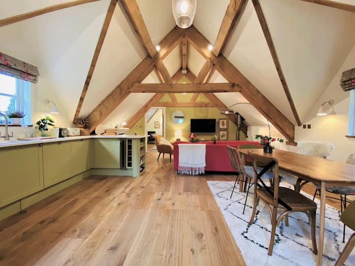 The Coach House | Luxury, stylish Loft nr Tetbury