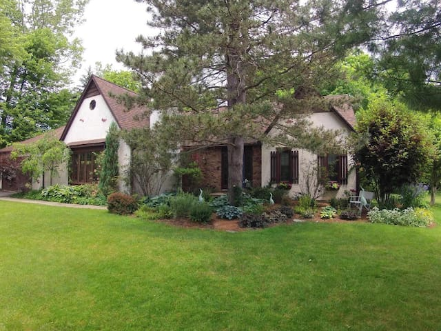 Lovely Home in the Burbs - East Amherst