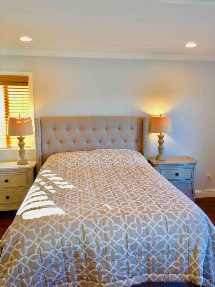 Newly renovated Guest Suite- bay views, sleeps 4