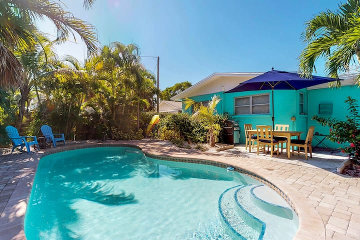 Old Florida-style cottage w/ private heated pool - walk to the beach - dogs OK!