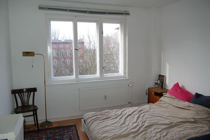 bright, cosy but minimalist artist-room!