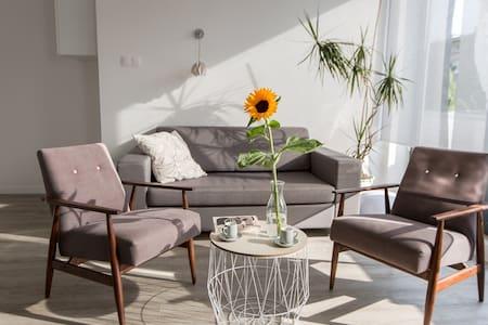 Sunny Mokotow - apartment near the metro