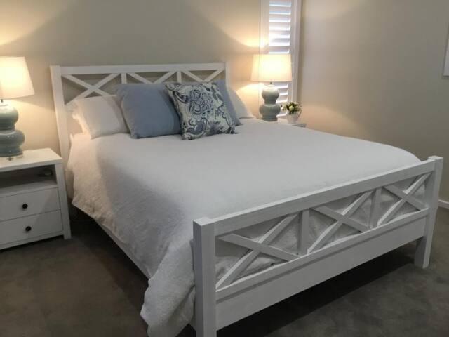 Bedroom - Queen Bed (upstairs)