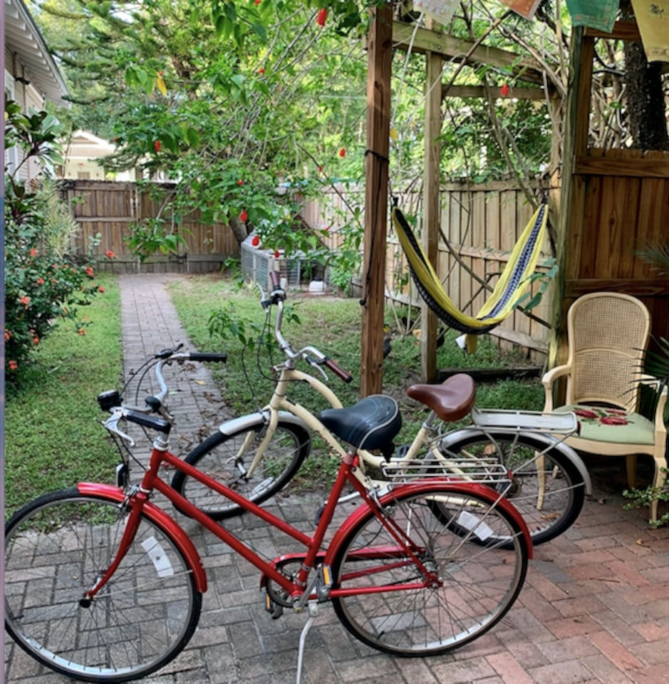 Garden house nestled into the desirable Tampa Heights neighborhood! Bikes available for your use