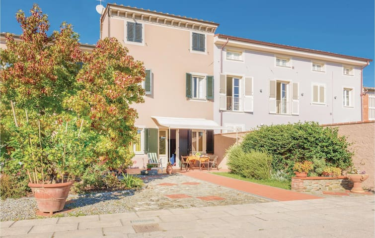 Semi-Detached with 2 bedrooms on 70m² in Lammari LU