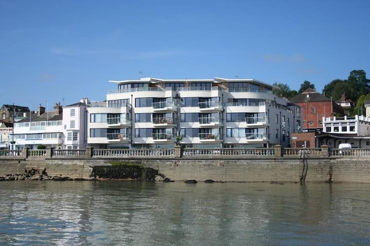 Contemporary apartment in the heart of Cowes - Cowes - Leilighet