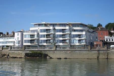 Contemporary apartment in the heart of Cowes - Cowes - Apartament
