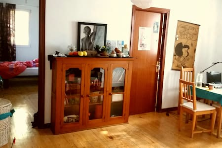 Colorful room 20 min away from city center! - Madrid - Apartamento