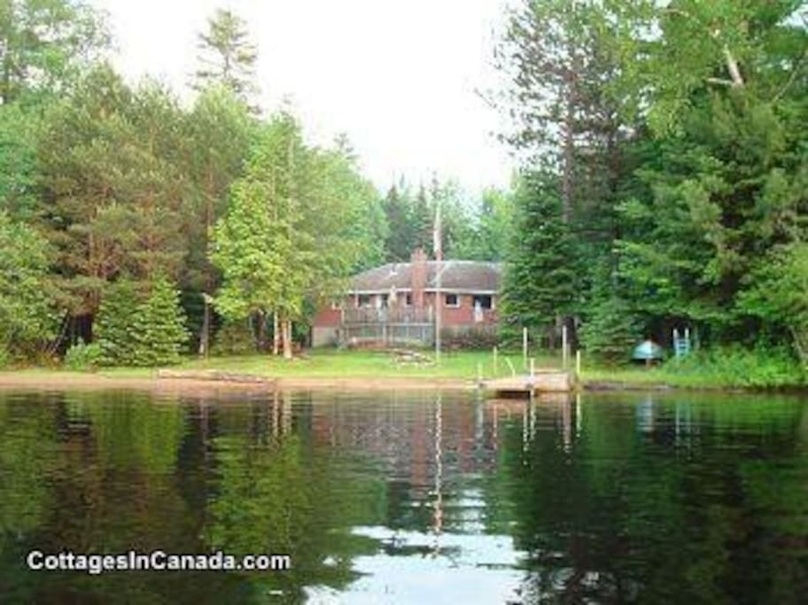Benoir Lake Large Private Waterfront Cottage Cottages