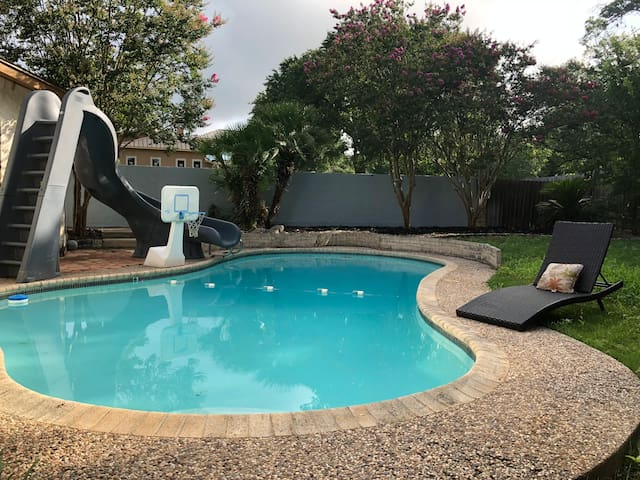 Private Heated Swimming Pool Great location 5bd