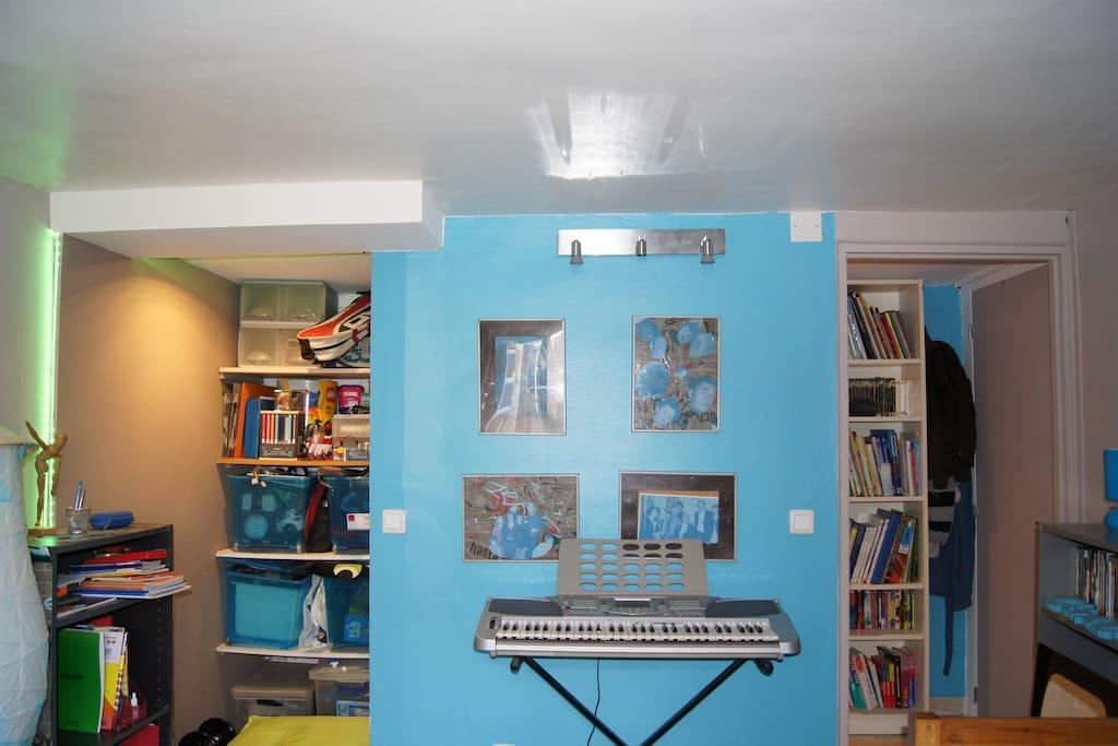 zone rangement avec piano electronique