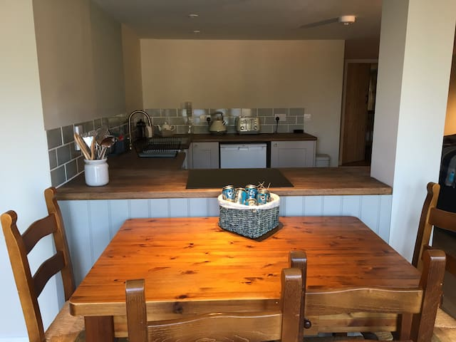 Cosy cottage in the heart of Cotswold Water Park