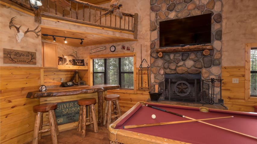 Wild At Heart -  5 Bedroom sleeps 12 with Hot Tub