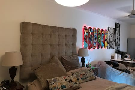 Trendy Spacious Bachelor Pad in Fresnaye CPT - 开普敦 - 独立屋
