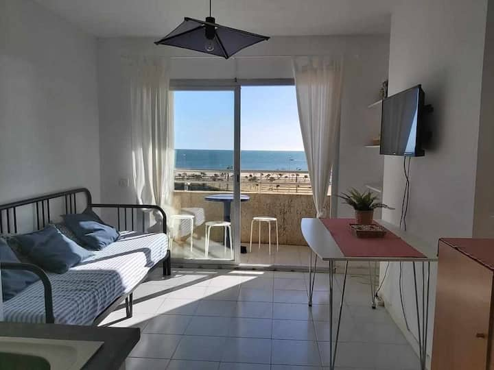 Miami 402-Studio located on the seafront with beautiful views