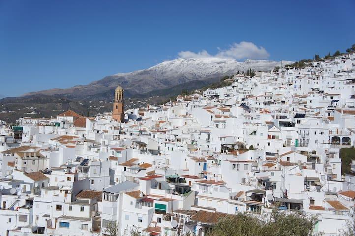 Groot dorpshuis nabij Natuurpark-Andalusië
