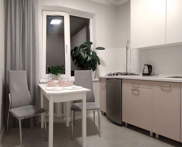 Кухня с обеденной зоной 6м²