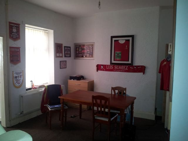 Nice, friendly and welcome room for 6 near Anfield