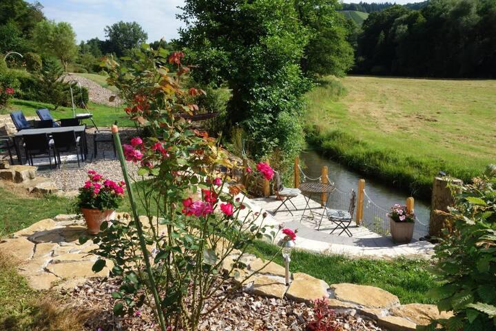 Mosel-FeWo zwischen Trier & Bernkastel-Kues, direkter Zugang in den 2000 qm vollständig eingezäunter Garten am Mühlenbach