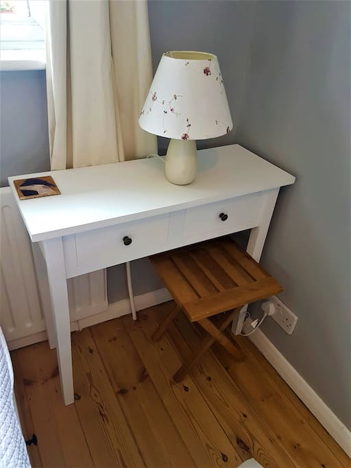 Console table with drawers and seating