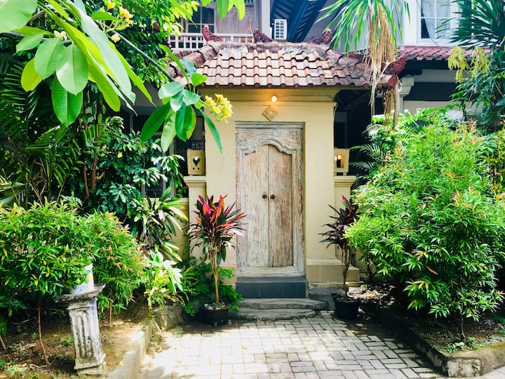 Flower Gang Villa - 4 pax