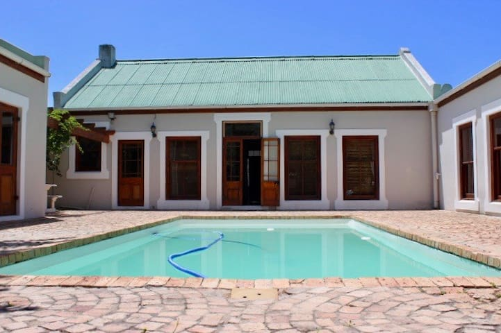 Quaint cottage in the heart of Hermanus
