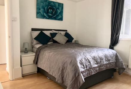 Bright airy Apartment in Vibrant Uplands, Swansea