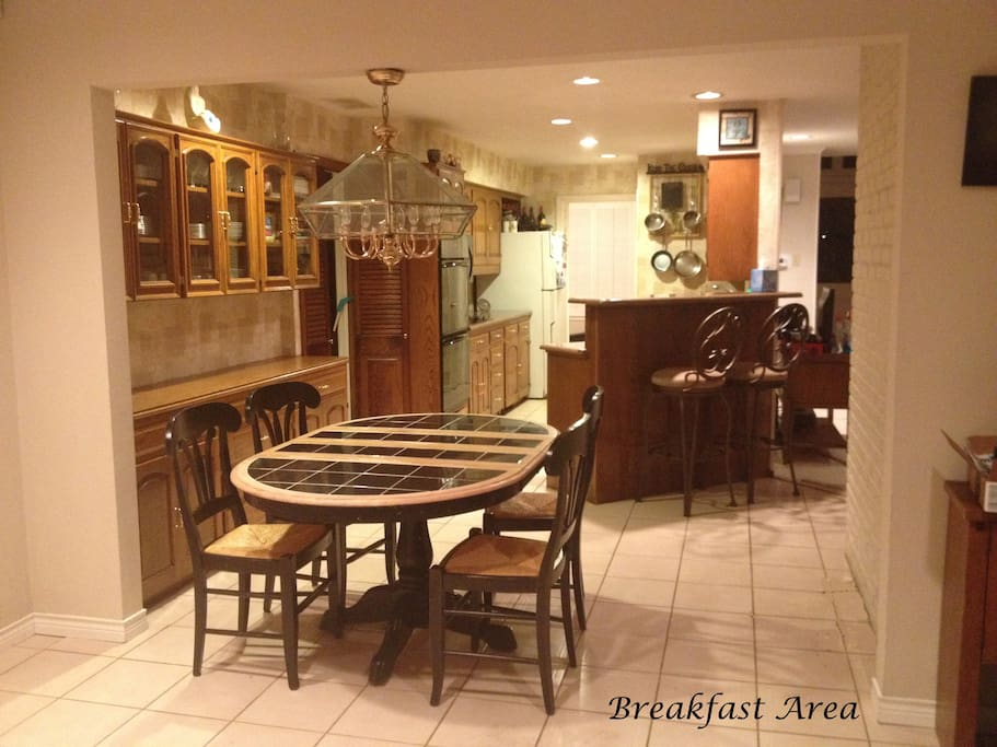 4 to 6 Person Breakfast Area