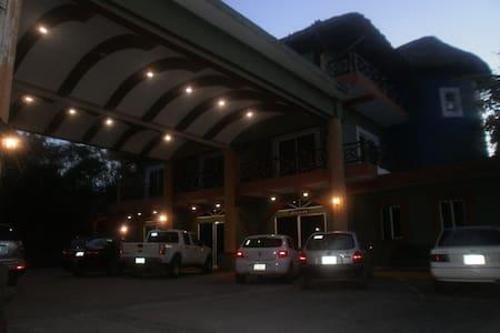 Hotel ecológico con servicios - Byt