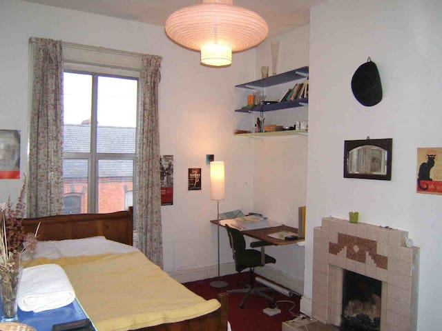 Large, sunny room in quiet red brick terrace house