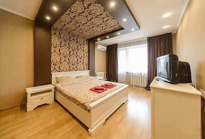 Квартира с дизайнерским ремонтом возле Дрим тауна