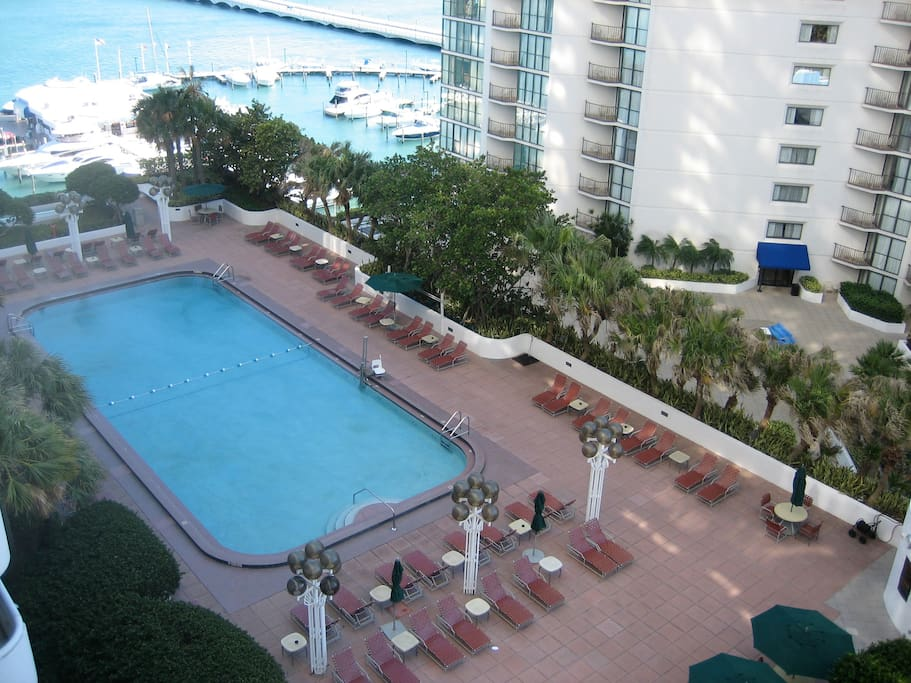 Large heated pool with huge sun deck, bbg, and 4 jacuzzis.