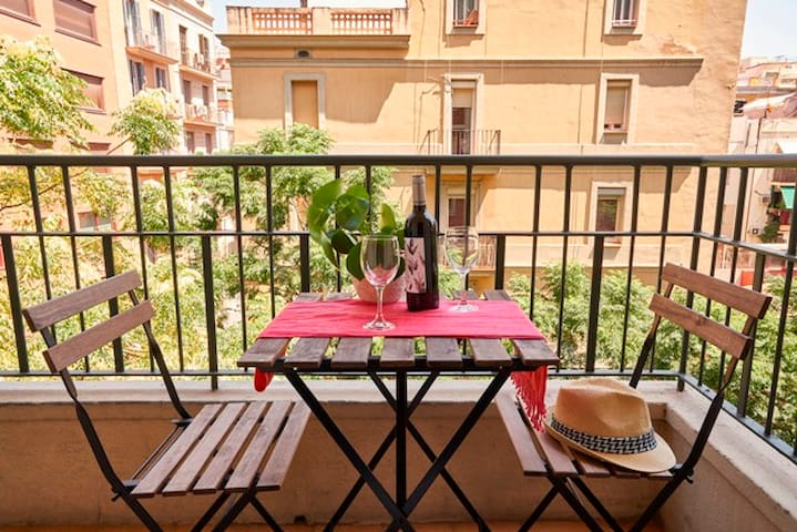 2Br Apartment with balcony,nicest part of the City