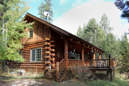 Maluhia Log Home adjacent to river. - La Pine