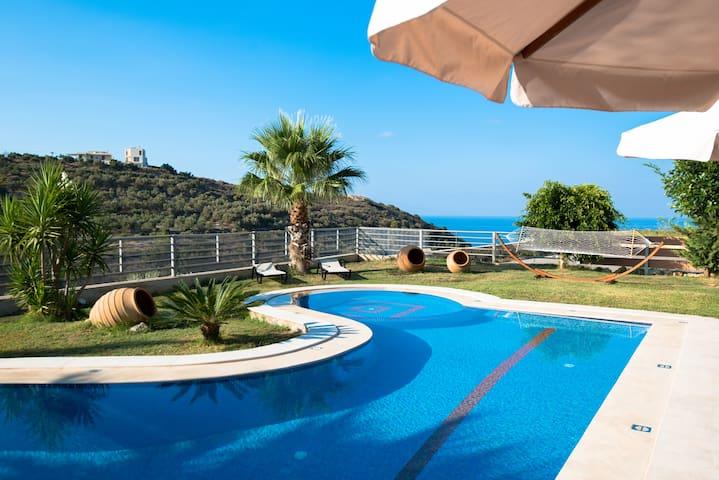 Superb 4 Bedroom Villa with pool , 2km from town! - เรธิมนอน - วิลล่า