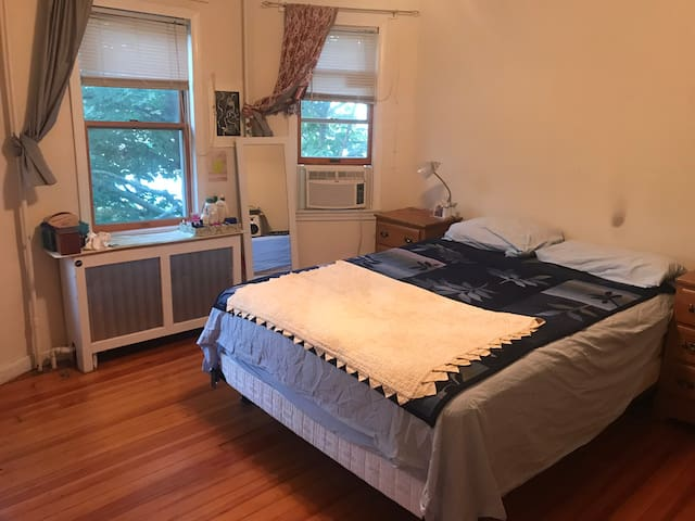 Cozy bedroom near green space and orange line.