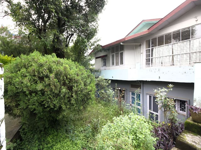 Cosy 2 BHK Apartment near Selfie Point, Dharamshala