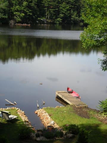 Cottage on small prvt lake w canoe - West Brookfield - 獨棟