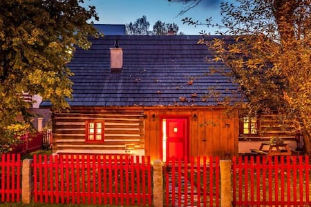 Charming cottage with red windows - Hlinsko - Chalet