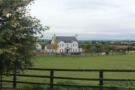 Samaya House, Coolroe, Shillelagh, Co. Wicklow. - Shillelagh - Bed & Breakfast