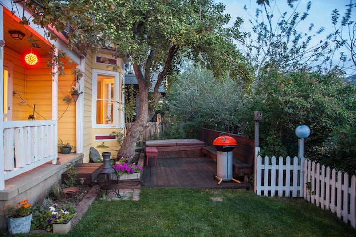 The Yellow House - Old Town 2BR