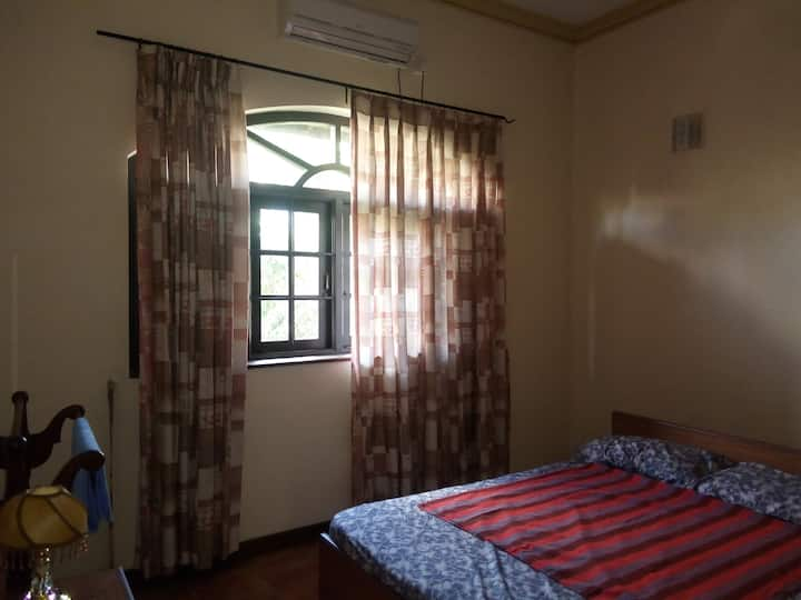 Private A/C room (downstair) in Ragama luxury home