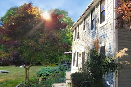 Delightful Saltbox -- Walking Distance to Beach! - South Kingstown