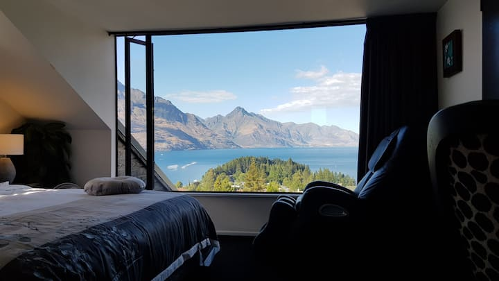Lovely Penthouse Studio with Stunning Lake Views
