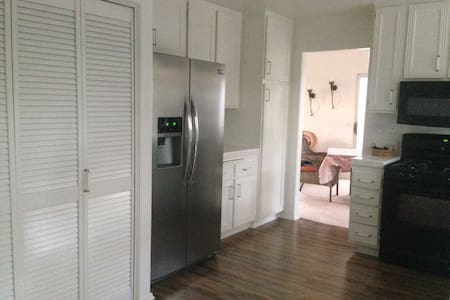 Single Family 2 BR House in Tustin - Tustin