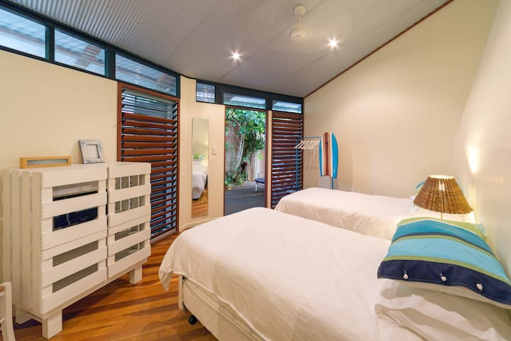 Dome House - Beach Room - Child/Pet Friendly