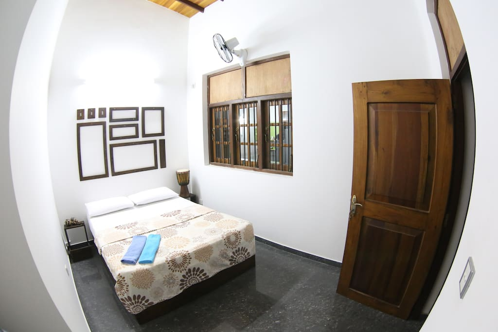 Hostel first colombo airport double chambres d 39 h tes for Chambre airport