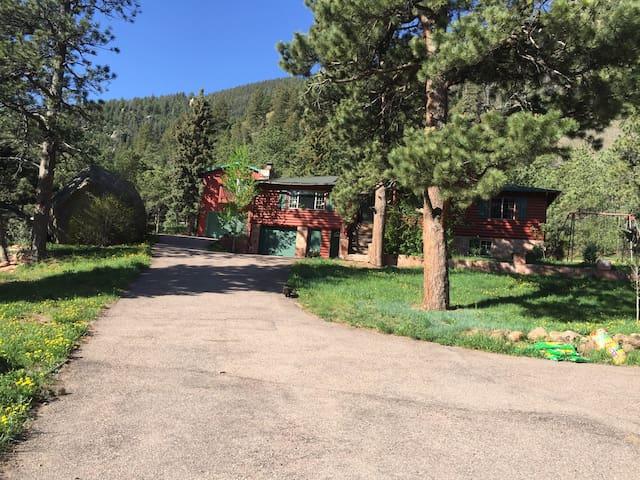 Log Cabin, 2 acres land/mountains - Cascade - Rumah