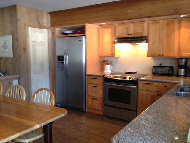 Squaw Valley 4Bdrm 2bth, hot tub,  - Olympic Valley - House